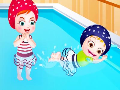 Hazel Bebek Yüzme Öğreniyor