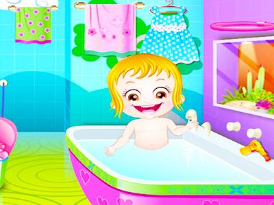 Hazel Bebek Banyo Yapıyor